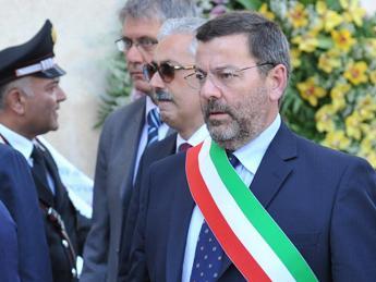 abuso d 39 ufficio e corruzione arrestato sindaco di brindisi