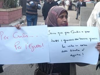 Sit-in al Cairo per ricordare Regeni: 'Era uno di noi'