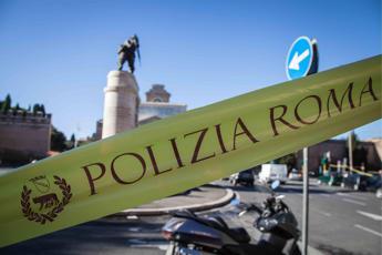 Roma, muore investito da bus turistico a via Cavour