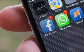 Whatsapp, nuova versione scrive corsivo e grassetto