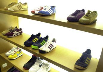 Vestiti e scarpe, crollano i consumi