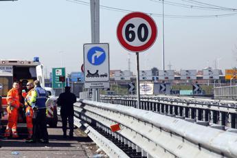 A1, camion contro pullman a Fiorenzuola: 7 km di coda