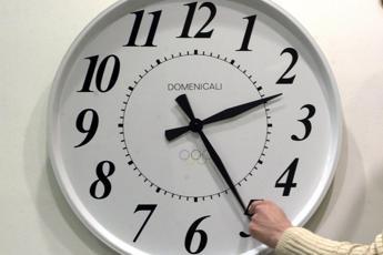 Ora legale: dormire meno fa aumentare mal di schiena