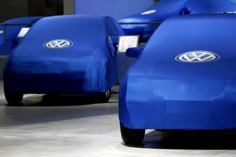 Volkswagen e Porsche richiamano 800mila Touareg e Cayenne