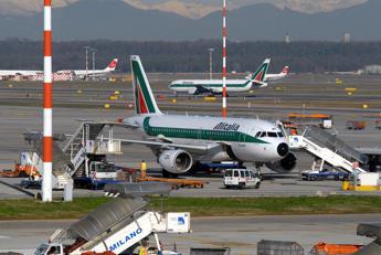 Alitalia, governo all'attacco: E' stata gestita male