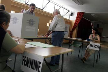 Italian cabinet sets constitutional reform vote for 4 December