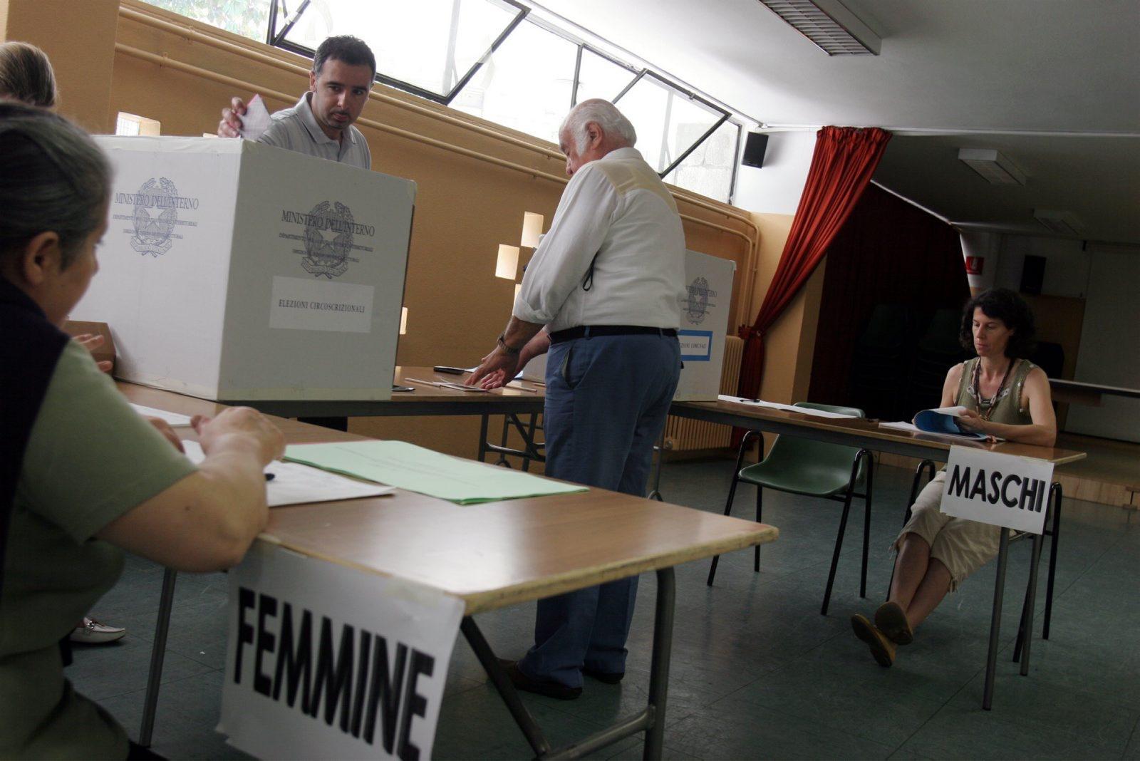 Referendum, Renzi propone data del 4 dicembre