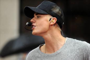 Justin Bieber abbandona il concerto a Manchester. Ecco il perché