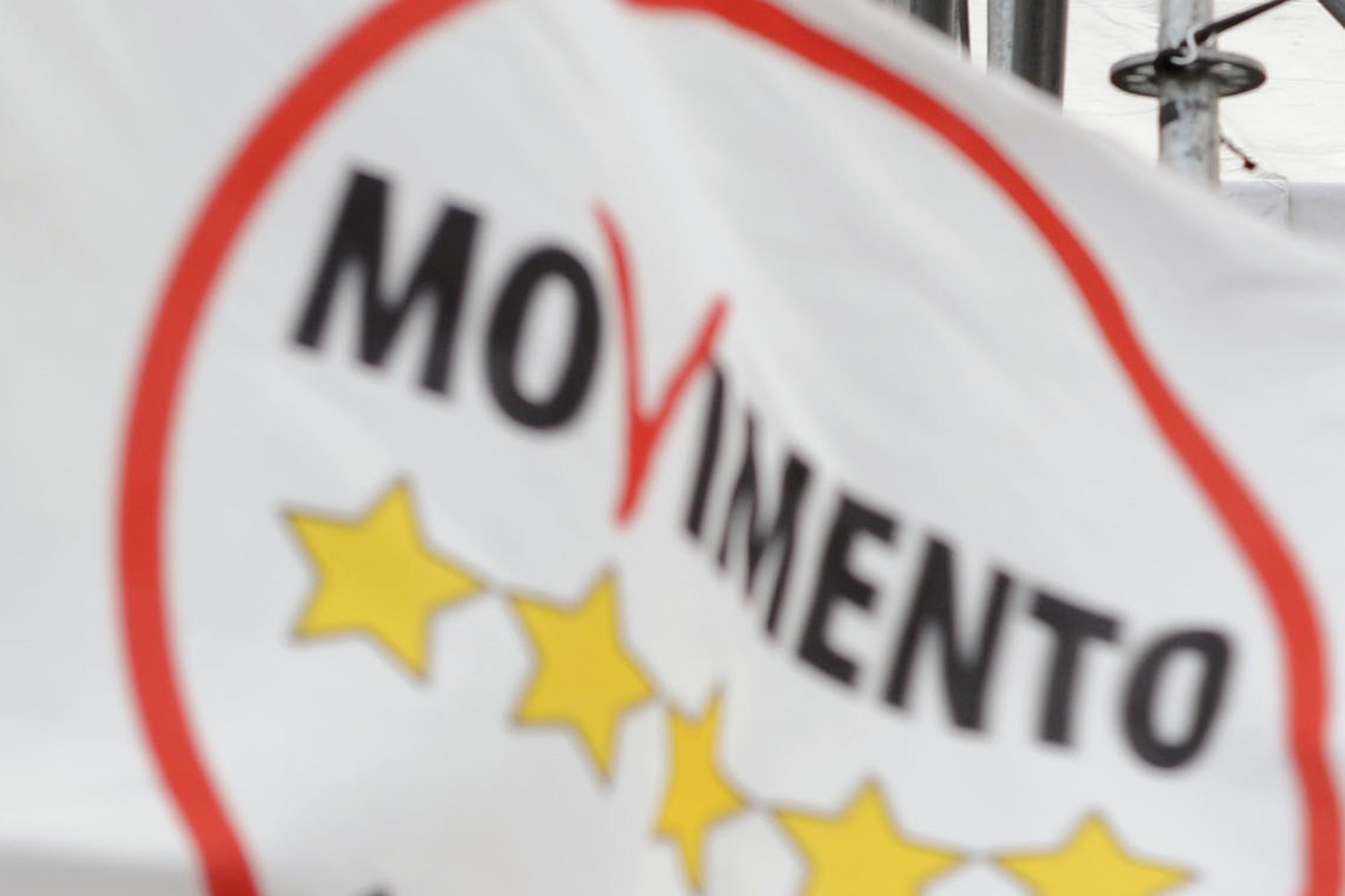 """M5S: """"Italicum? Renzi ciarlatano, usa il Parlamento per sporchi giochi di potere"""""""