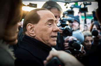 Disavventura per Silvio Berlusconi: tre punti di sutura al labbro