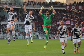 Juve tris a Bologna, crolla il Milan