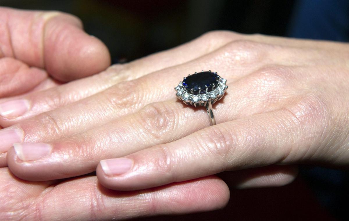 Famoso Da Bulgari a Cartier, rinasce l'anello di fidanzamento WJ03