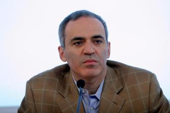 Russia, Kasparov: Per capire le prossime mosse di Putin si guardi al suo budget di guerra