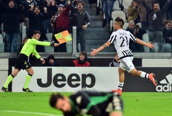 Dybala stende il Sassuolo e Buffon è da record, la Juve cerca la fuga