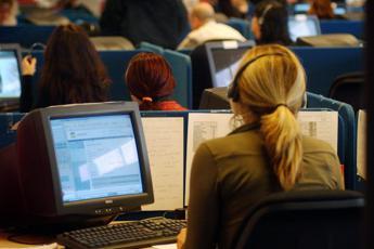 Call center, allarme sindacati: Se non cambiano norme, a rischio 80mila posti