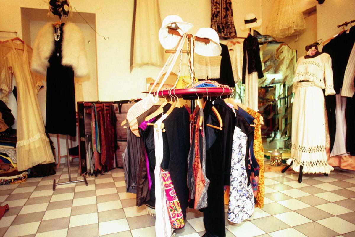 Vende abiti usati su eBay per 38mila euro e ora svela trucchi per fare  affari on line d8360978eab