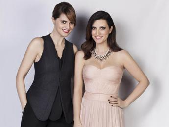 Su Raiuno arriva il 'two women show' di Laura Pausini e Paola Cortellesi /Video
