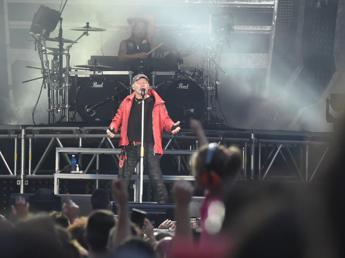 Vasco entra subito in vetta alle classifiche con 'Tutto in una notte live kom 2015'