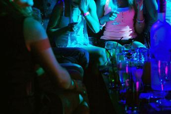 Focolaio covid Sicilia, 58 contagi dopo festa in un locale