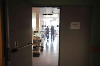Coronavirus, parroci bergamaschi: Noi come zombie nei reparti a benedire malati