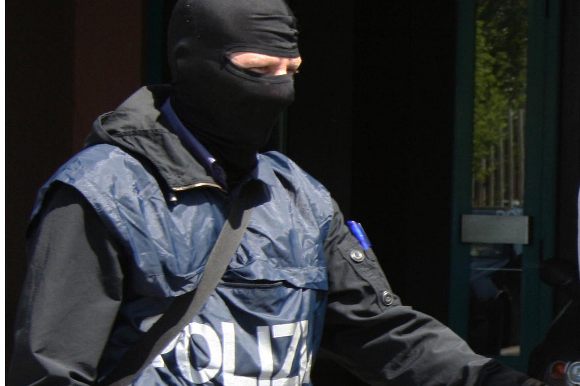 Torino, blitz della Digos contro gli anarchici