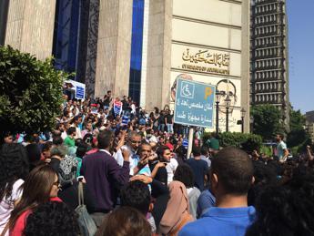 Egitto, giornalista condannato a 5 anni di carcere per 'notizie false'
