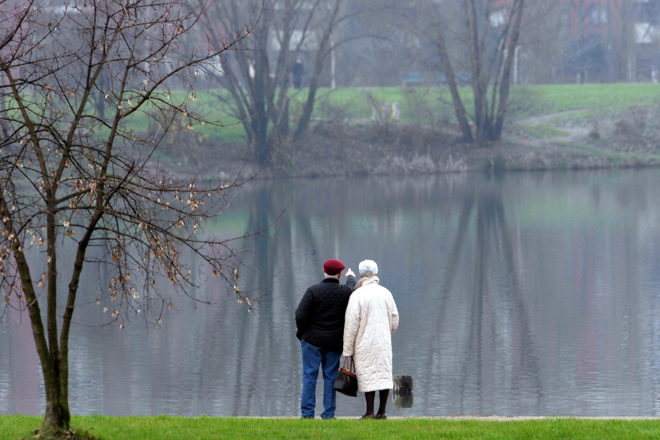 Addio dopo 90 anni di matrimonio, muore il marito più longevo