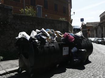 Rifiuti Roma, arriva sì dell'Abruzzo: 'ok a 300 tonnellate da Lazio'