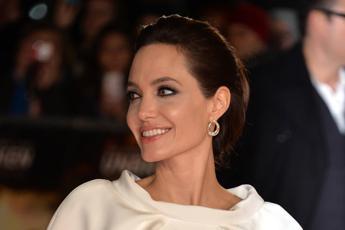 In Italia 150 mila con 'gene Jolie', oncologi chiedono che test sia rimborsabile