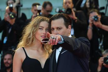 Firmato il divorzio Depp-Heard, lei incassa 7 mln di dollari