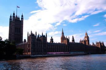 Brexit, Hammond choc: buco nei conti da 122 miliardi entro 2021
