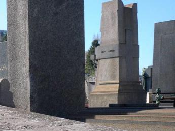 Mosca, gigantesca rissa al cimitero: almeno 2 morti