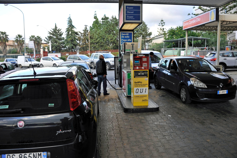 Carburanti, prezzi ancora in rialzo per benzina e diesel