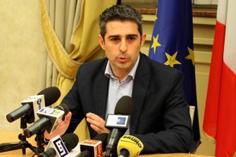 Il sindaco accusa i vertici M5S e difende il collega Pizzarotti
