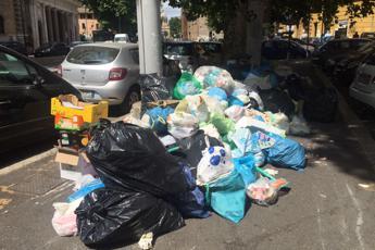 Roma, l'assessore all'Ambiente: Nessun conflitto d'interessi, in atto 'golpe' dei rifiuti