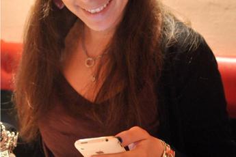 Stressati dal telefonino, rischi per gomito e nervi braccio