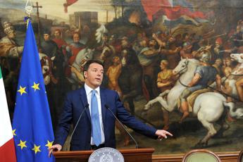 Migranti: Renzi, non è invasione, meschino dire emergenza