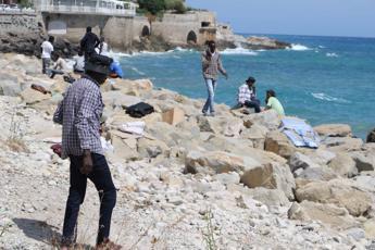 Migranti, sgombero dei profughi a Ventimiglia