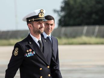 Marò, Salvatore Girone è a casa: Grazie agli italiani, ci hanno sempre sostenuto /FOTO