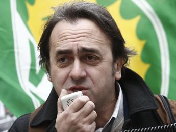 Verdi, pacco intimidatorio con cuore e fegato ad Angelo Bonelli