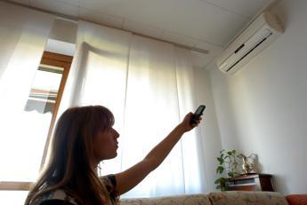 Dal condizionatore alle tende da sole, gli italiani spendono circa 2mila euro