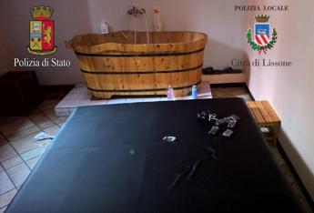 Via Zuretti: centro massaggi a