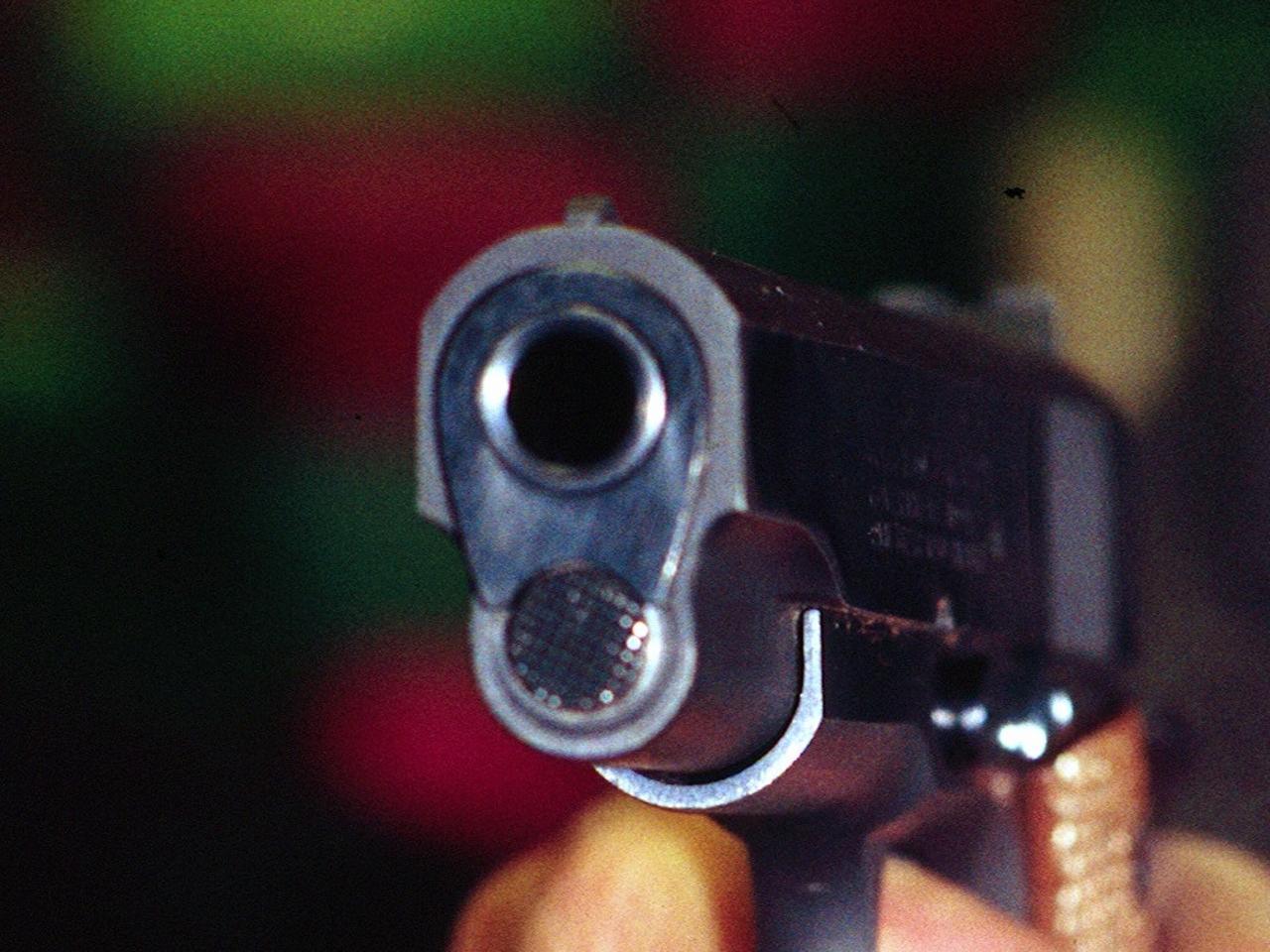 'Vediamo se il giubbotto antiproiettile è ok', il cugino gli spara e lo uccide