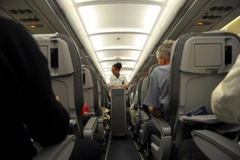 Oms: Distanza sicura in aereo? Un metro o più