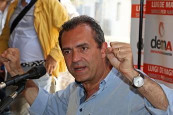 De Magistris: Ci candidiamo a politiche contro armata Salvini