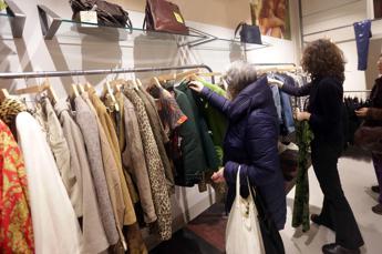 Vestiti di plastica, la moda ricicla