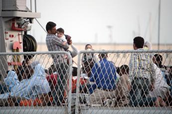 Migranti, approda a Palermo la nave dei bambini