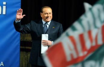 Forza Italia, vertice con Berlusconi ad Arcore: Ripartire con 'no' al referendum