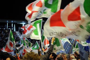 Modena, attentato incendiario contro sede del Pd: esplose due bombole di gas
