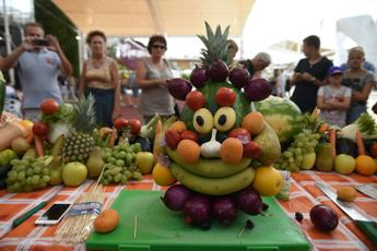 Che caldo! E' boom acquisti di frutta: i trucchi per risparmiare